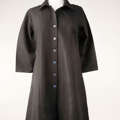Long collared shirt in black linen